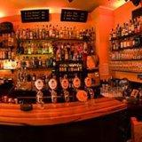 Die Bar mit einem Teil unserer Gins.