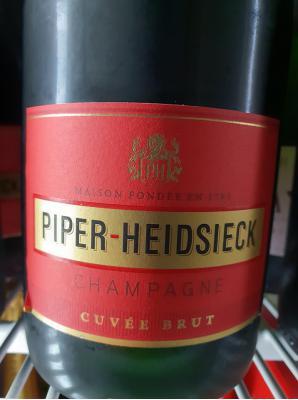 Ein klassischer vollmundig und fruchtiger Champagner.